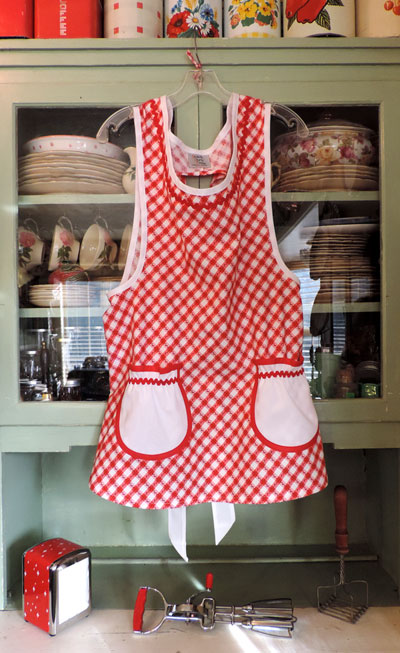 Grandma apron Old Fashioned Red and White apron