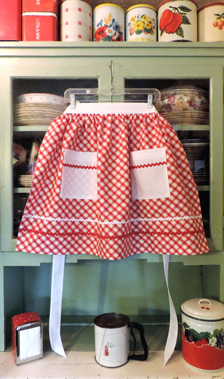 Retro Half Apron in Old Fashioned Red and White Kitchen