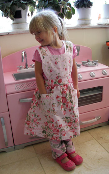 Heart Apron Large Soft Pink Roses